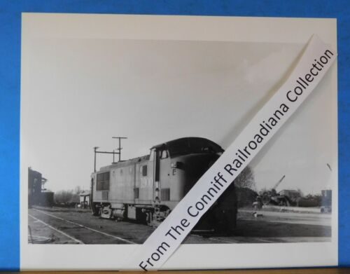 Photo Gulf Mobile & Ohio Locomotive #1900 8X10 B&W GM&O Mobile Ala 1962