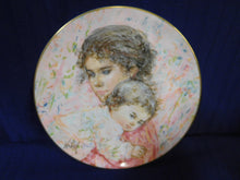 Marilyn and Child by Edna Hibel Collectors International Royal Doulton