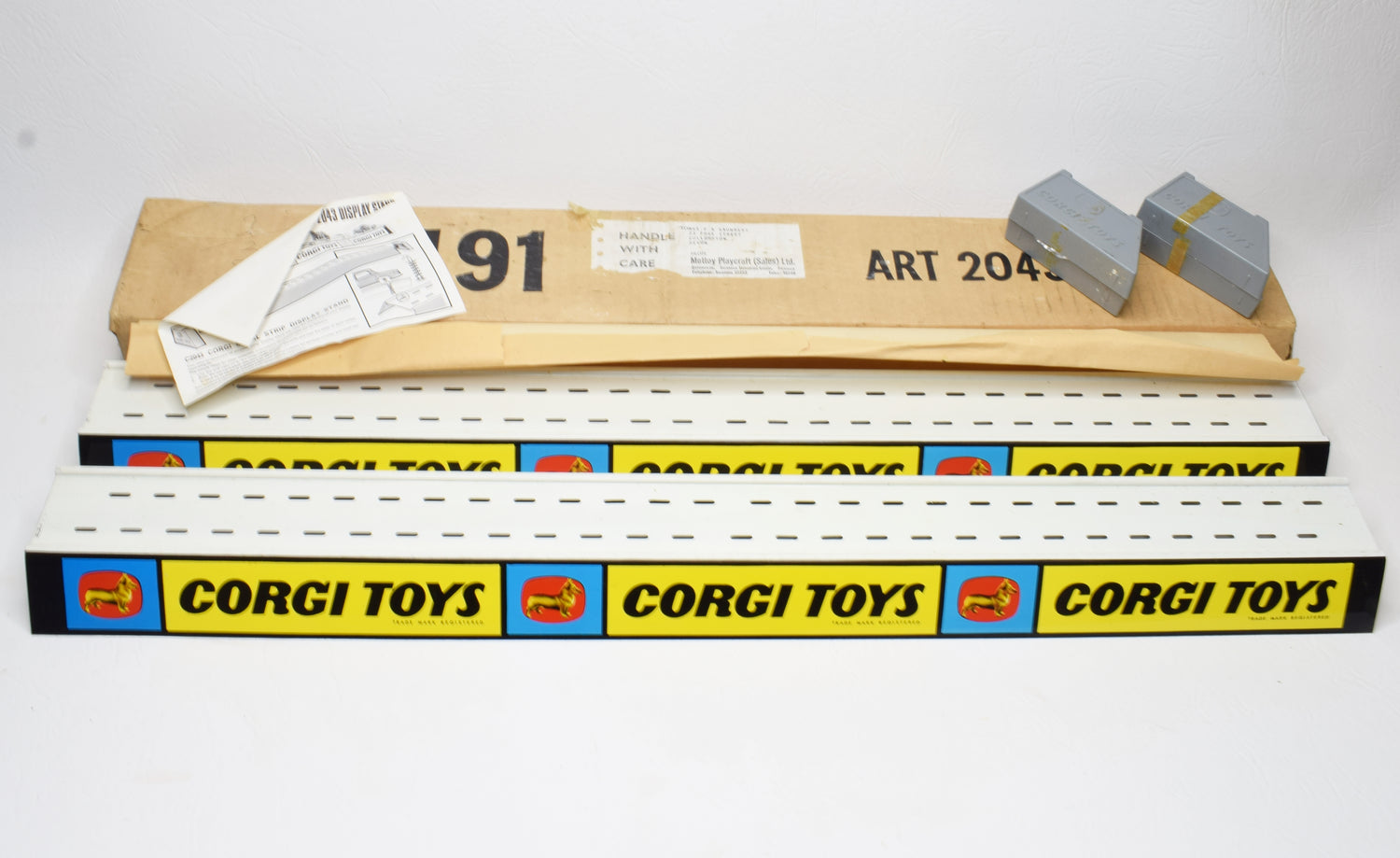 Corgi toys 2043 Delivery pack of 2 tin shelf stand 'Point of Sale' Mint