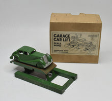 Crescent Toys Garage Car Lift & Accessories Near Mint/Boxed