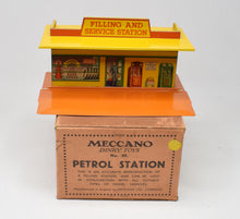 Meccano Dinky toys Pre War 48 Petrol Station Virtually Mint/Boxed