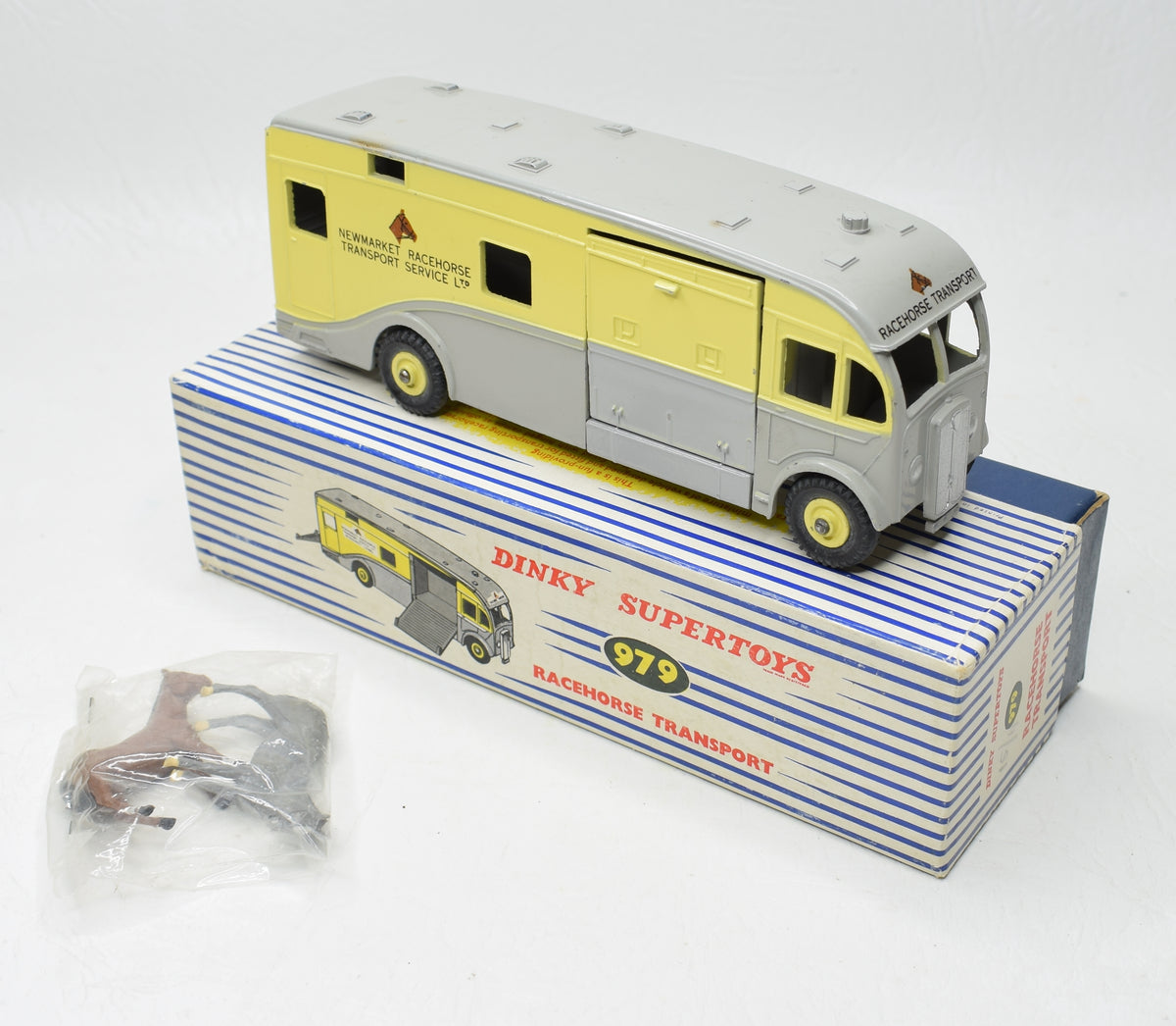 Dinky toys 979 'NEWMARKET'  Horse Box Very Near Mint/Boxed