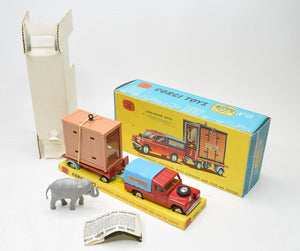 Corgi toys Gift set 19 Chipperfields Land-Rover & Cage Very Near Mint/Boxed