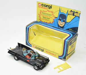 Corgi toys 267 Batmobile Very Near Mint/Boxed with Fixed header & Wide wheels