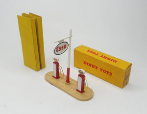 Dinky Toys 781 'Esso' Pump set Virtually Mint/Boxed (C.C)