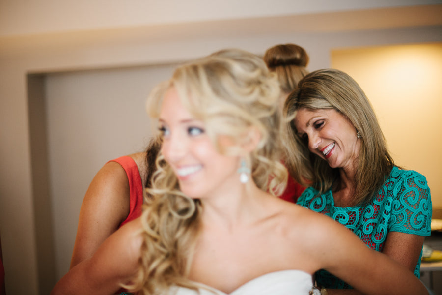 How to Get Along With Your Mom When Planning Your Wedding