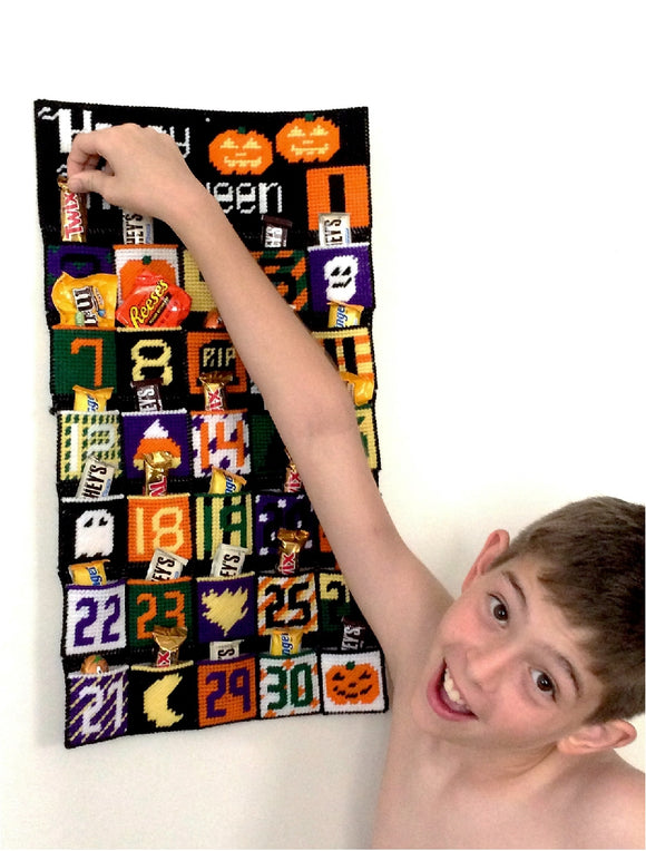 Countdown to Halloween with this fun plastic canvas advent calendar.   #halloween #countdown #plasticcanvas #advent #pattern