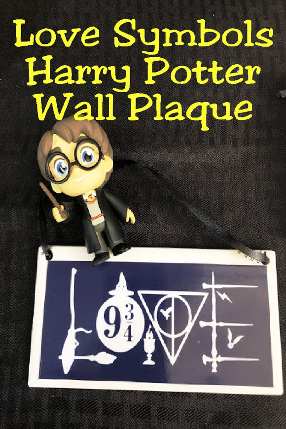 Show your love of the world of Harry Potter and don't hide that love with this fun Harry Potter wall plaque perfect for your home or office.  Plaque has a navy blue background.  Inside border is the world