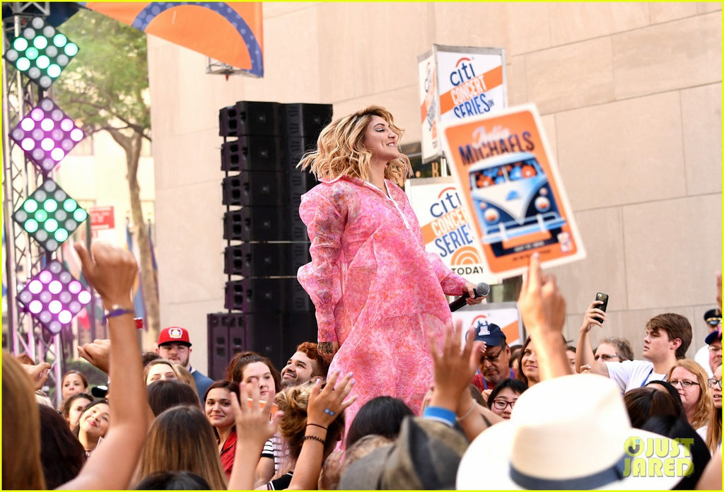 julia-michaels-today-show-todayshow-live-concert-organza-pink-print-dress-anorak-camouflaged-luxury-designer