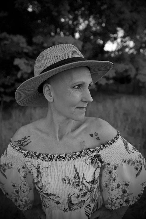 Black and white image of Tracee after her diagnosis