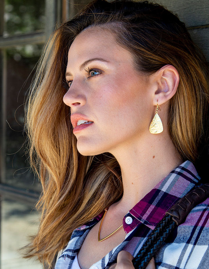 HL HAMMERED TRIANGLE EARRINGS