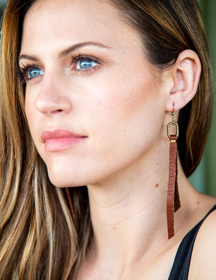 OVAL & LEATHER EARRINGS