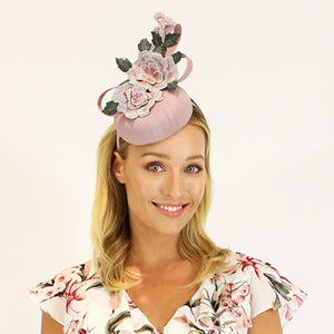 Jendi fascinator - Nude  with flowers