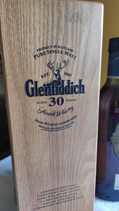 Glenfiddich 30 years old XXX - Rare wooden box - Original bottling - b. 2000s - 750ml
