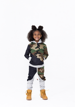 Load image into Gallery viewer, Karter Camo Joggers