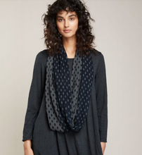 Load image into Gallery viewer, Scarf Merino Dotty Loop Valia