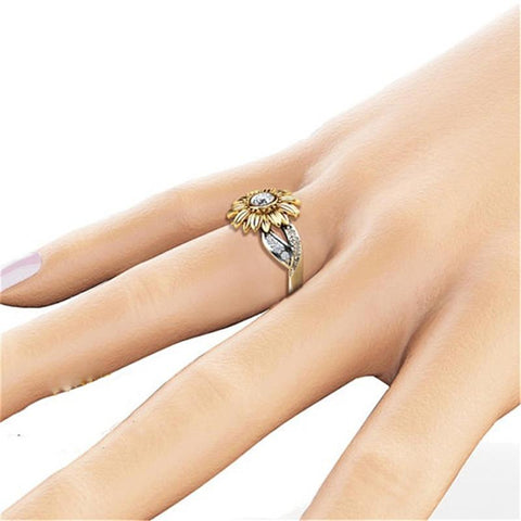 DAISY BLING RING - B ANN'S BOUTIQUE