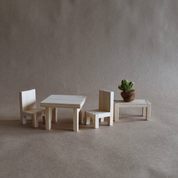 DOLLS HOUSE DINING SET