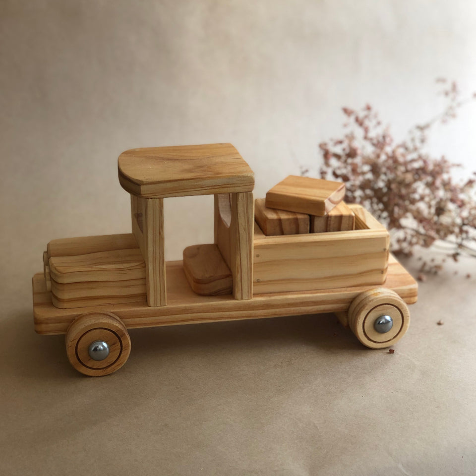 TRUCK WITH BLOCKS ~ HOHEPA