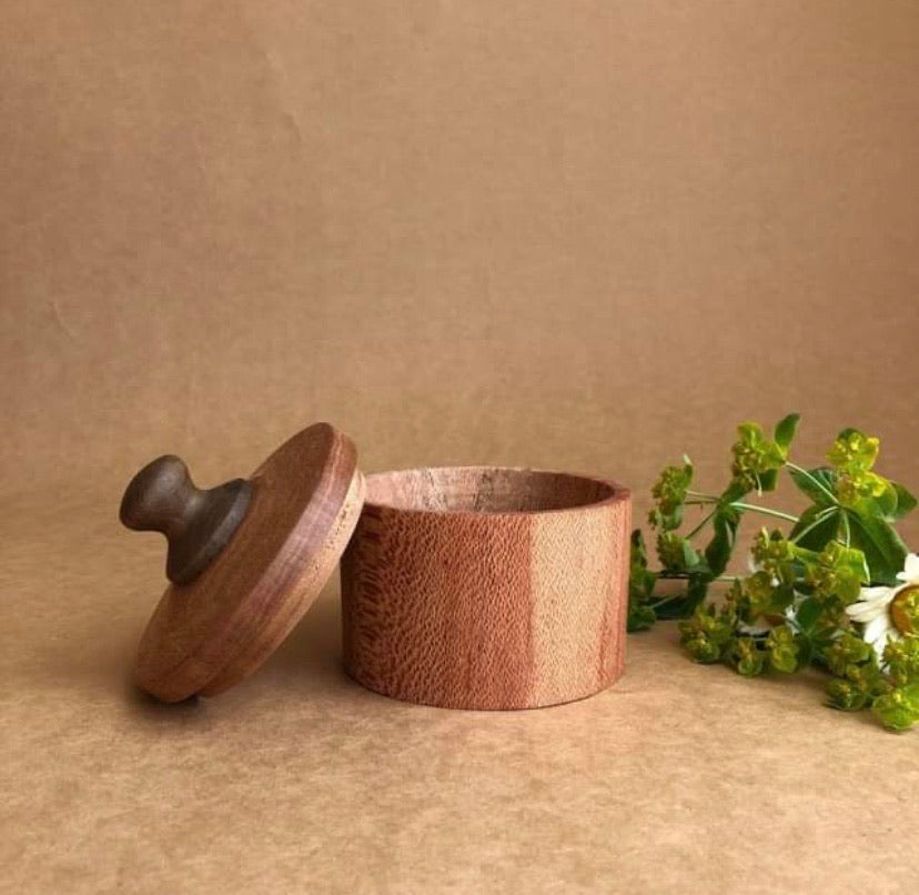 HANDCRAFTED WOODEN COOKING POT