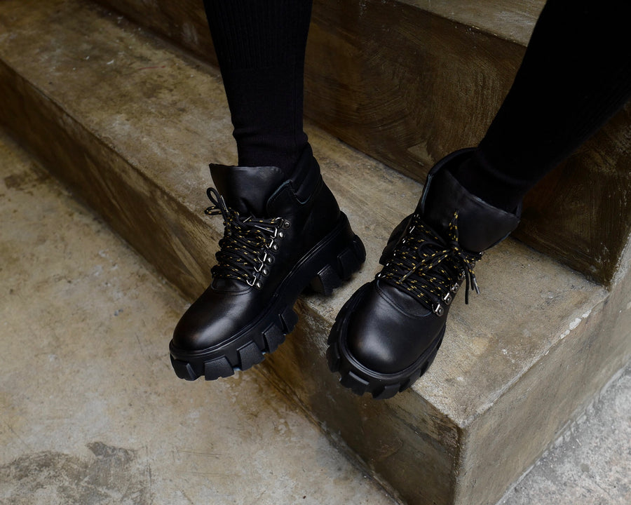 BLACK BEE LEATHER CHUNKY BOOT *BEST BUY* ( PRE ORDER )