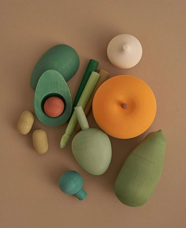Set of wooden vegetables