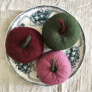 Handknitted apple