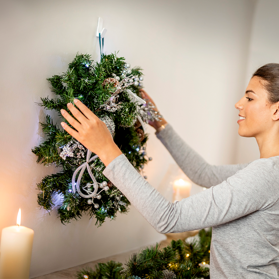 Hang a Christmas Wreath Without Nails