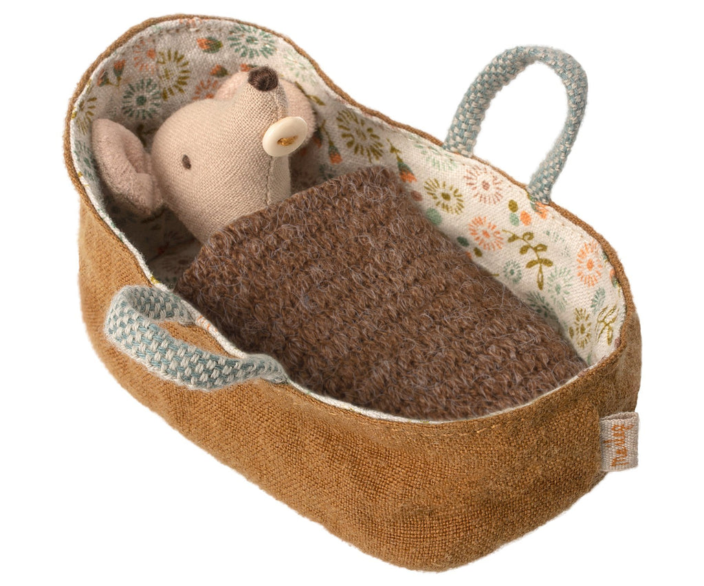 Maileg Baby Mouse in Carrycot Marron Couverture - Marquise de Laborde