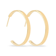 Indlæs billede til gallerivisning Medium size hoop earrings in 14-karat gold plated 925 sterling silver from the Kinz Kanaan Rhytm collection.