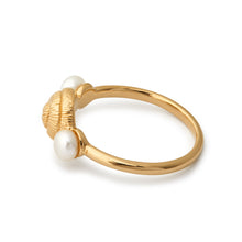 Load image into Gallery viewer, perle perler pearls pearl ring ringe rings gold guld spiral ocean deep sea beach strand water blue shell seashell crystal