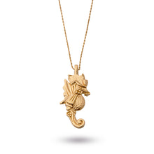 Load image into Gallery viewer, seahorse søhest halskæde necklace guldkæde goldchain ocean deep sea chain kæde guld gold beach strand water blue