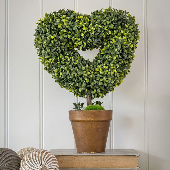 Retreat - Faux Topiary Heart in Pot 40cm 20ss76