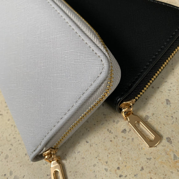 Faux Leather Zipped Purse  |  Y017