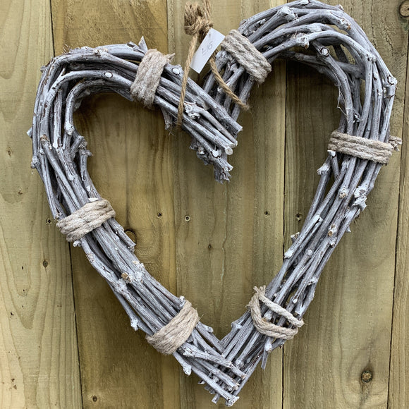 Rope tied Willow hanging Heart | LLH019