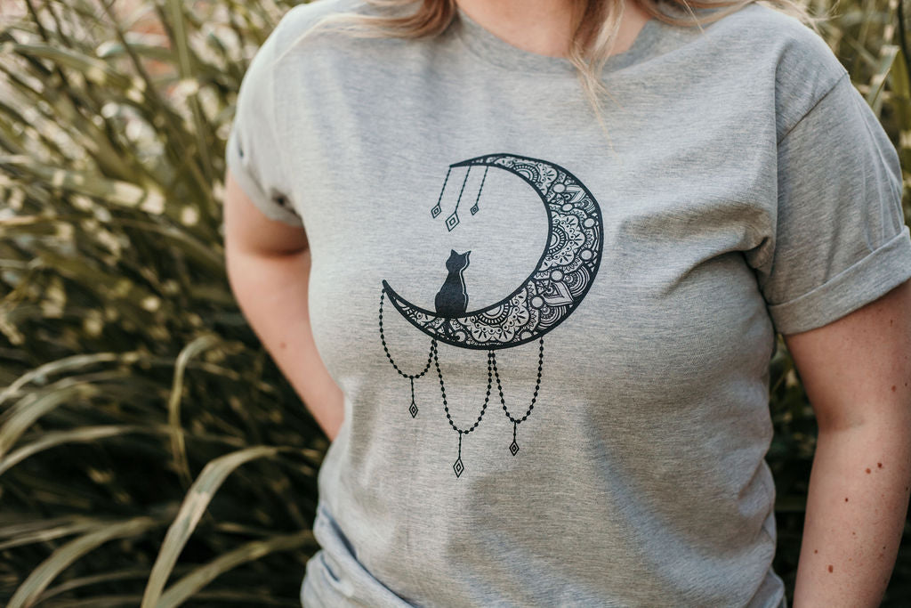 100% Cotton tshirt in heather grey with cat and moon design