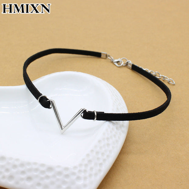Simple vintage V Letter shape Choker Necklace Korean Style Hollow