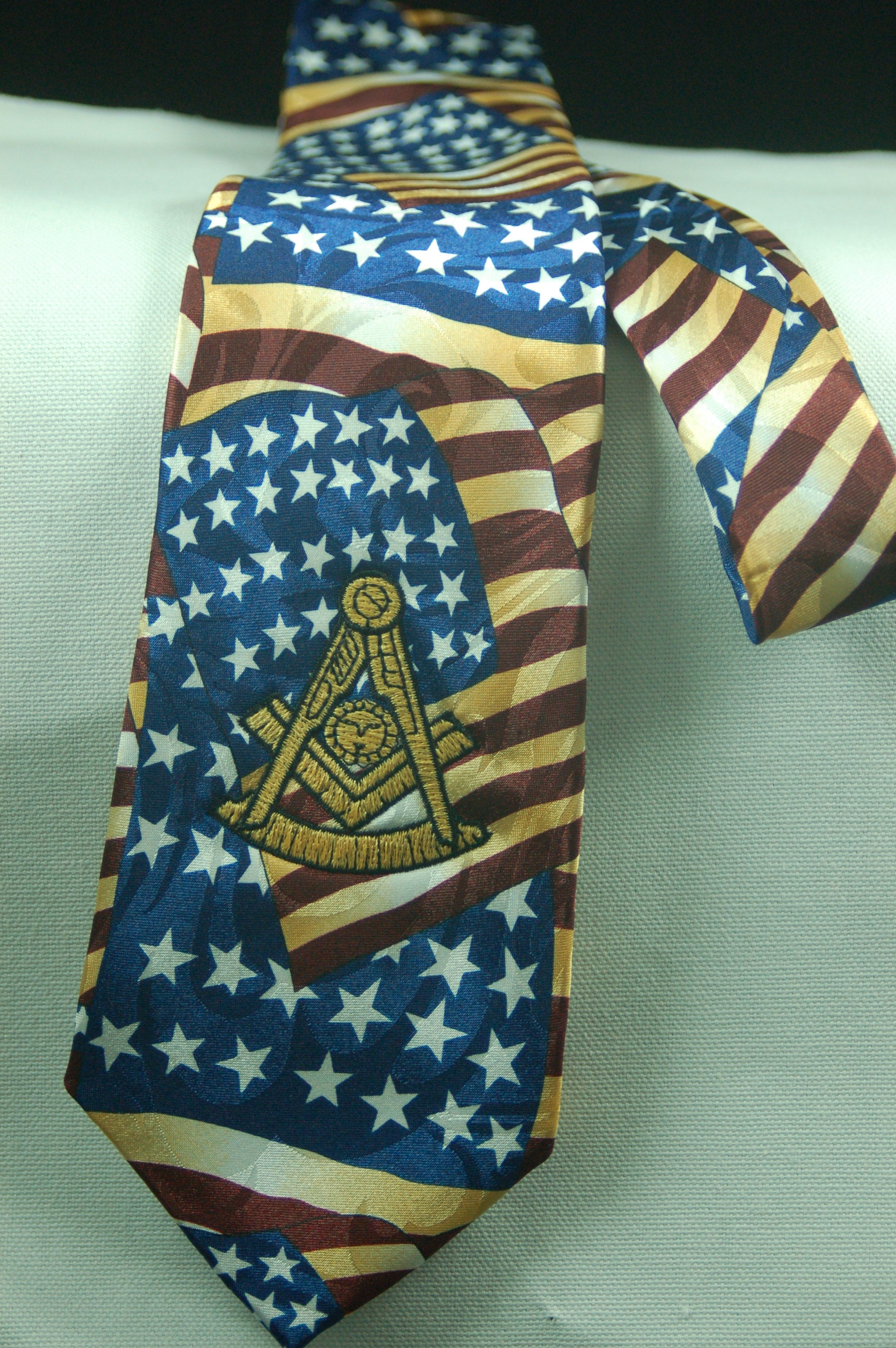 D0172 Tie Masonic Antique American Flags w/ Embroidered PM Logo