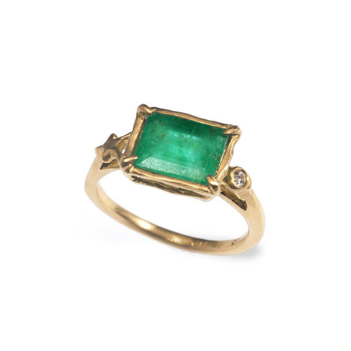 Gold Emerald Ring With Stars | Ileava Jewelry