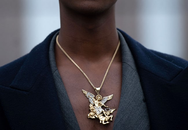 5 ways to style men's necklaces
