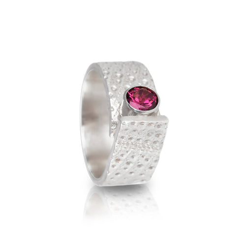 Sterling SIlver & Garnet Textured Breezy Ring | INIZI