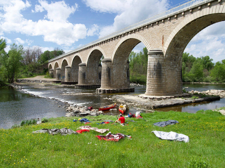 canovelo: drying out under a bridge