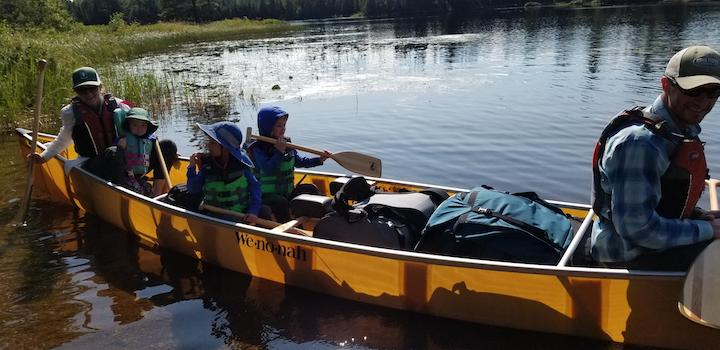 family starts a canoe trip with piragis