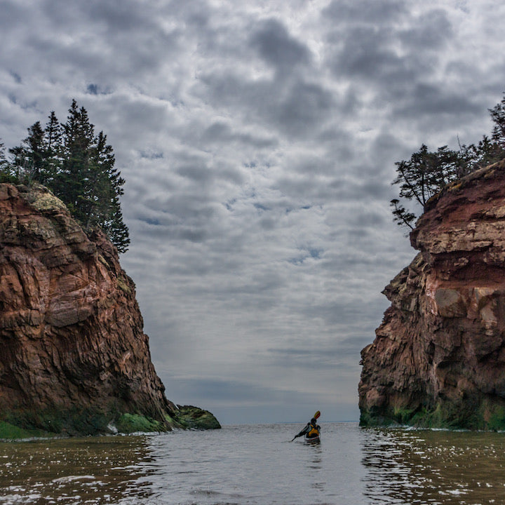 kayaker at split rock, bay of fundy