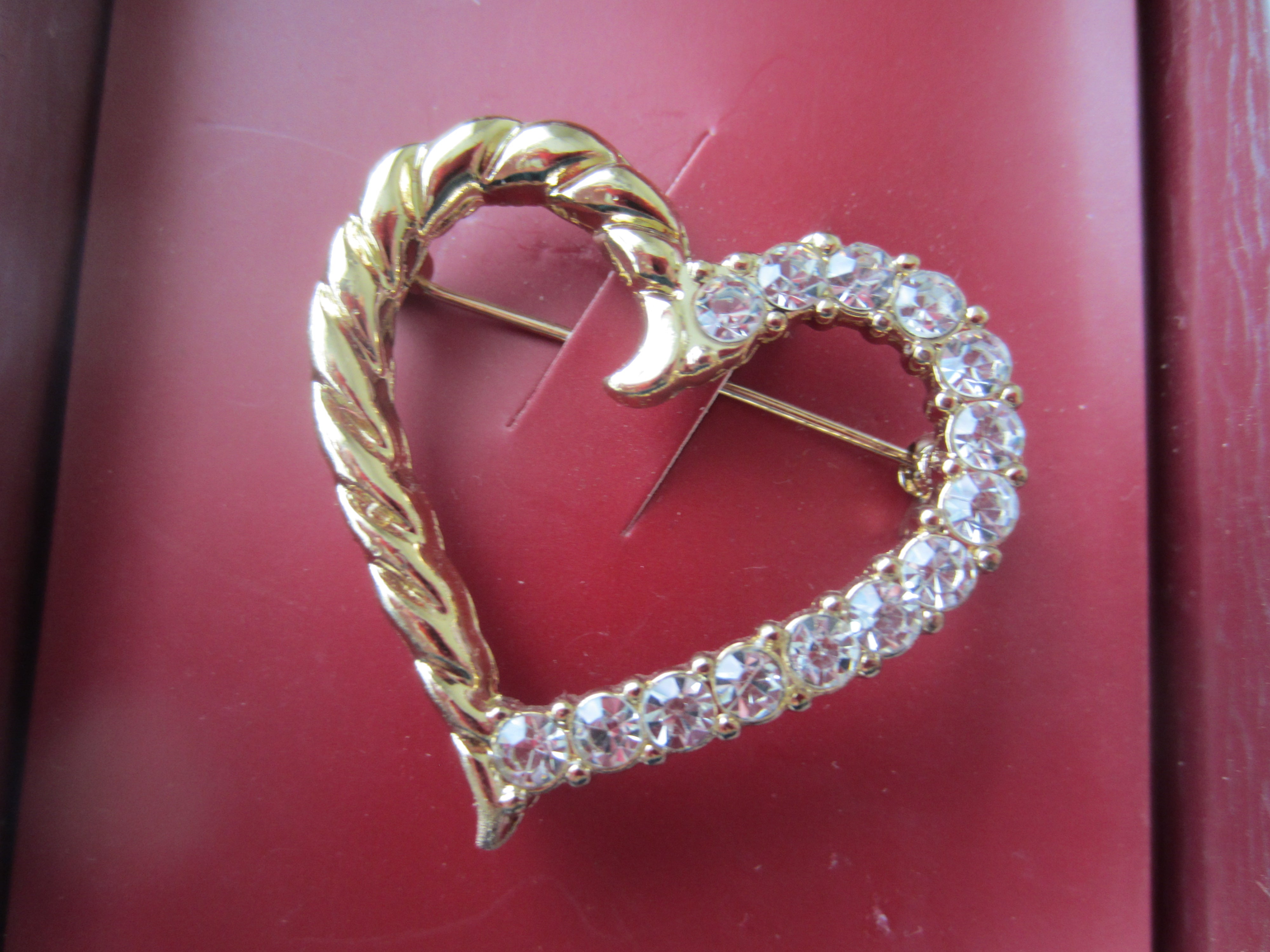 Brand New Crystal Heart Fashion Pin
