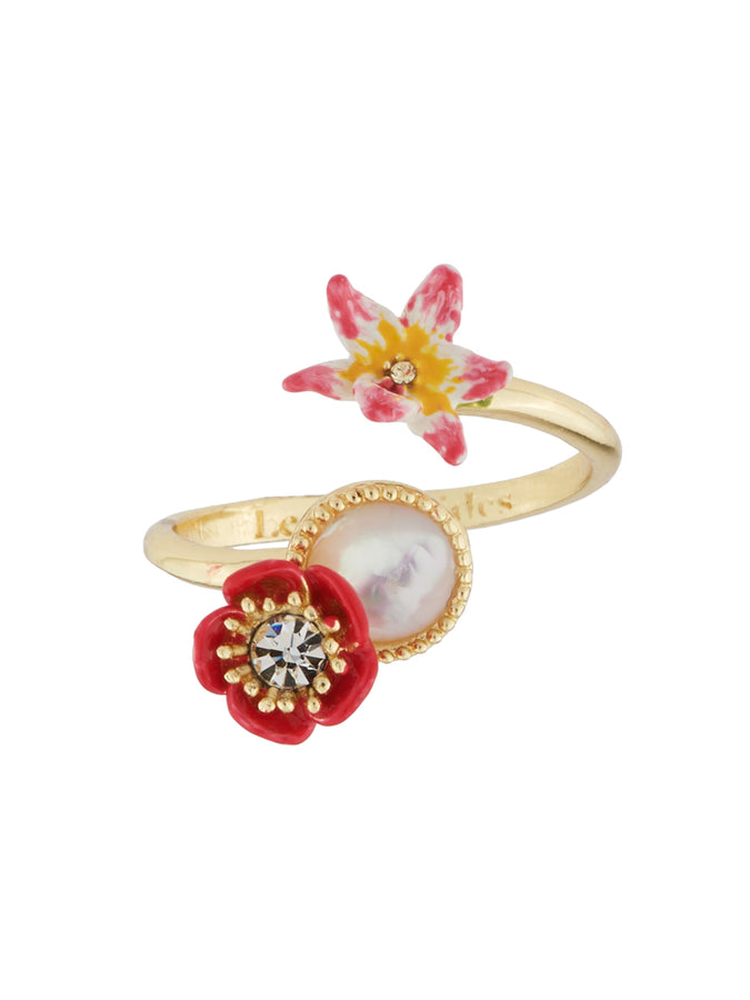 Dazzling Discretion Poppy, white flower, coco-plum and mother-of-pearls adjustable ring