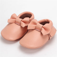 Real leather moccasins with a feminine bow and fringe in pale pink modern twist