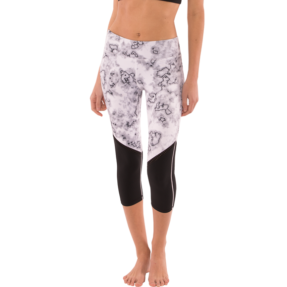 Endurance Multi-Panel Capris Yoga Leggings