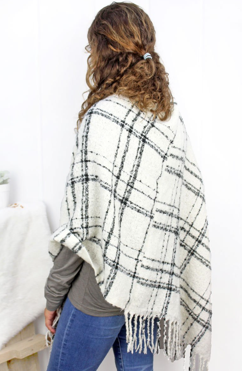 ONE SIZE Winter Wishes Ivory & Black Poncho