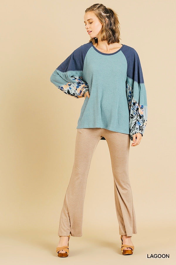 Umgee Bubble Sleeve Top in Shades of Blue
